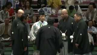 流血の突っ張り相撲となりました。 sumo wakakoyu akiseyama.