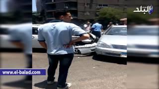 بالفيديو.. إصابة 2 في تصادم «ملاكي» بسيارتي تاكسي بالمهندسين