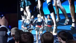 Игромир 2013, очередь + ежечасный танец девушек.