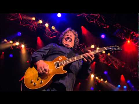 Resultado de imagen de Gary Moore - Parisienne Walkways Live Montreux 2010..RIP...the last and the best version RIP Gary