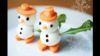 Снеговик из яиц. Украшение стола на новый год. Оформление стола на новый год.