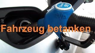 Autofahren lernen: Wie Auto Tanken Tutorial Auto betanken Tanken an der Tankstelle