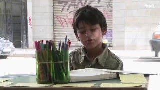 طفلان سوريان يرسمان في شوارع بيروت لكسب لقمة العيش