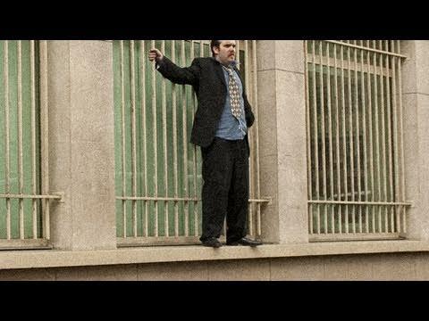 Suicide Jumper in Paris - Crise économique : suicide à la Bourse de Paris !
