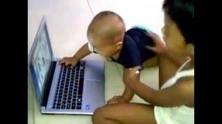 Kakak Adik Berebut Laptop