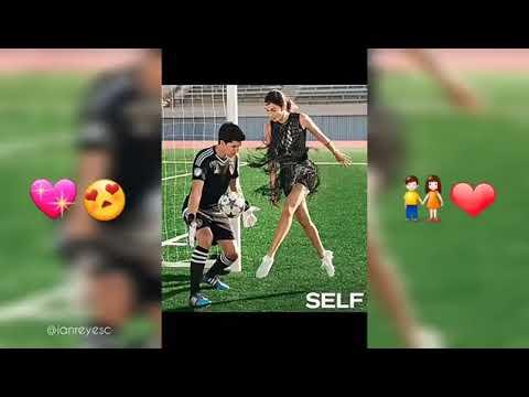 Video Romantico De Pareja Jugando Futbol Youtube