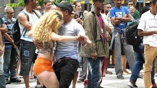Vivi Dançarina Forrozão na Praça da Sé com Andre Luiz 2018