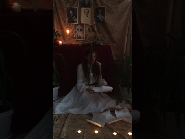 Изображение предпросмотра прочтения – АннаТепугян читает произведение «Она сидела наполу…» Ф.И.Тютчева
