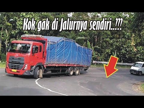 Perbedaan Truck Muatan Super Berat VS Truck Muatan Ringan s4at Nanjak di Tikungan, Coba Perhatikan