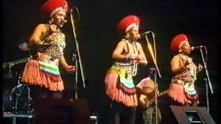 The Mahotella Queens - Awuthele Kancane