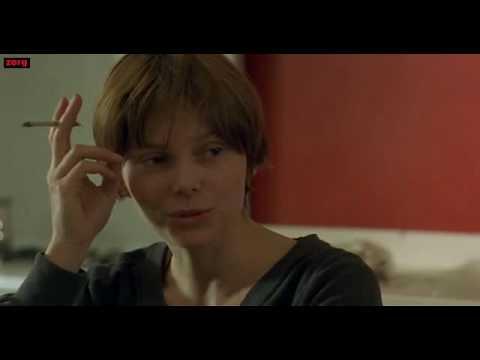 Barbora Bobulova smoking in movie Tartarughe sul dorso