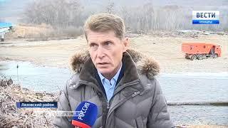 В Приморье расчищают русло реки Лазовки, а местные жители запасают дрова