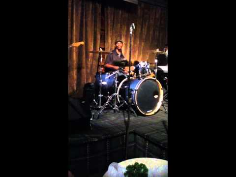 George Johnson Jr. solo @ The Warehouse with Groove 360/ 2011.mov