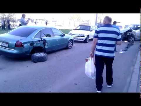 Пьяный водитель разбил машины во дворе ( Набережные Челны 14.05.2018 )