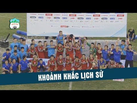 Khoảnh khắc 10 năm người dân Việt Nam mới được chứng kiến Đội tuyển U23 nâng Cúp vô địch