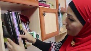 القدس - والدة الأسير بكر عويس تتفقد مقتنياته