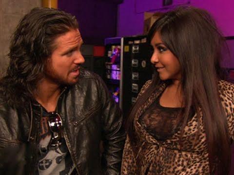 Raw: Snooki encounters John Morrison and Vickie Guerrero