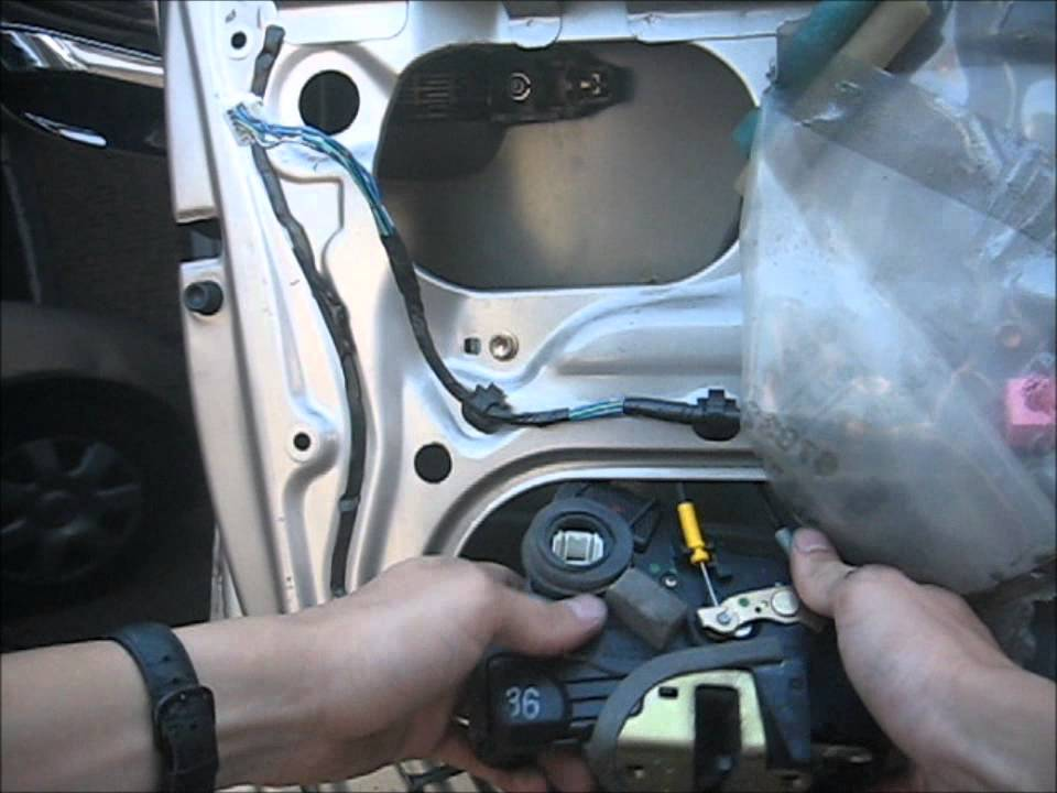 How to Replace a 2002 Toyota Camry Door Latch - YouTube