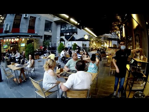 Ереван, 19.07.20, Su, ул. Арами, двор, Рестораны, День123-ий, Video-1.