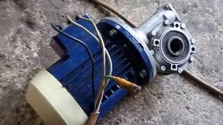мотор-редуктор червячный (Италия tramec) в работе
