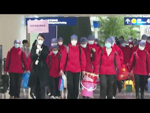 В китайском Ухане усиливают карантинные меры из-за вспышки коронавируса.