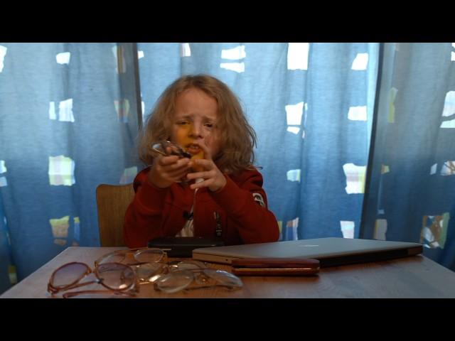 Изображение предпросмотра прочтения – МихаилШапчиц читает произведение «Мартышка и очки» И.А.Крылова