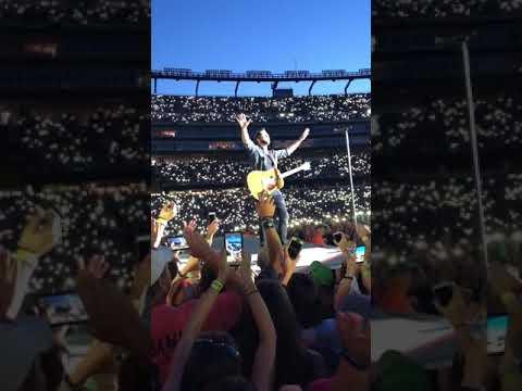 """Thomas Rhett Gillette stadium """" Die a happy man 8/25/17 """""""