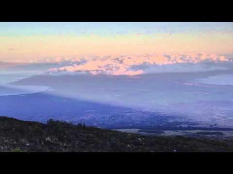 maui travel guide: sunrise at haleakala crater - Maui Hawaii