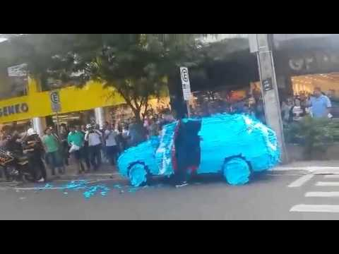 Driver Gets Owned With Post-Its For Parking In a Handicap Spot