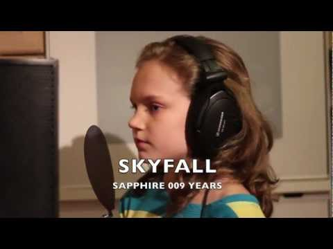 SKYFALL  ADELE  Sapphire Singing 9 years from the James Bond Movie 007 BRIT OSCARS AWARDS