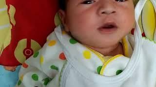 Download lagu Bayi bersin lucu MP3