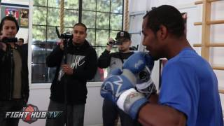 Shane Mosley getting back to basics w/Roberto Duran on heavy bag- Full bag workout