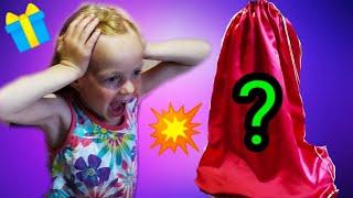 Які ІГРАШКИ СЮРПРИЗИ тато СХОВАВ У МІШКУ від Даші/розпакування іграшок з сюрпризами/Daria DI Show