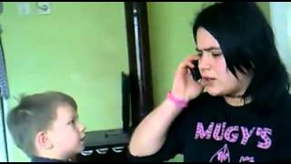 ablasına orospu deyip saldıran minik çocuk