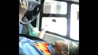 Crew bus Eagle High bernyanyi gembira