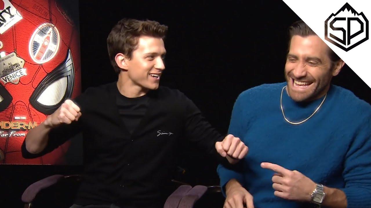 Джейк Джилленхол пугает Тома Холланда во время интервью