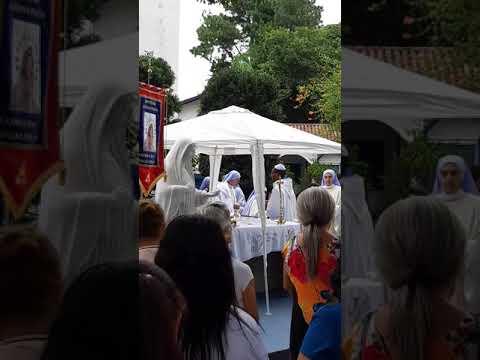 Início da Missa no Mosteiro Regina Pacis