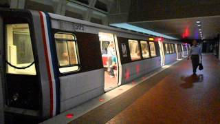 DC Metro (WMATA): 8 Cars train to Silver Spring arrived and depart Farragut North