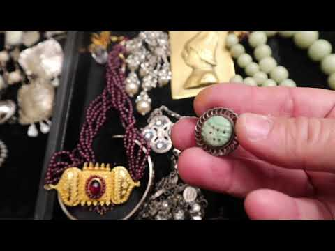 Fleatale purchased 175 pounds of vintage jewelry a great haul watch what I found