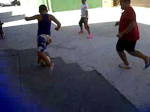 Grupo De Ninos Jugando Al Futbol 5 Youtube