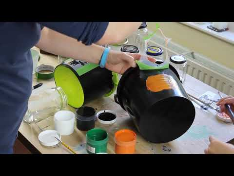 Painting Halloween stencils with Thorndown Peelable Glass Paint