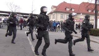 Fussball, Demo, Eskalation - Polizei Großeinsatz