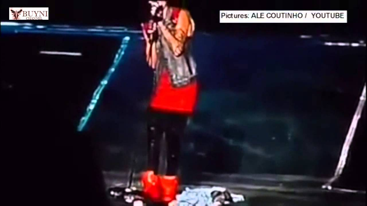 justin bieber kicked the flags away after they were thrown on stage