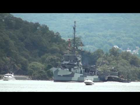 USS Slater DE-766 Travels up the Hudson River to Albany NY HD
