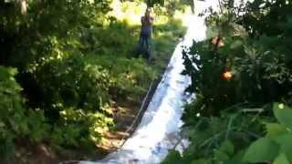 видео Водные аттракционы для детей: дачные варианты