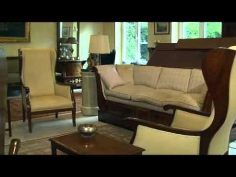 Verkauf Einer Antiken Wohnungseinrichtung Mit Möbeln Aus Dem