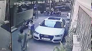 CHAIN SNATCHING IN NEW DELHI
