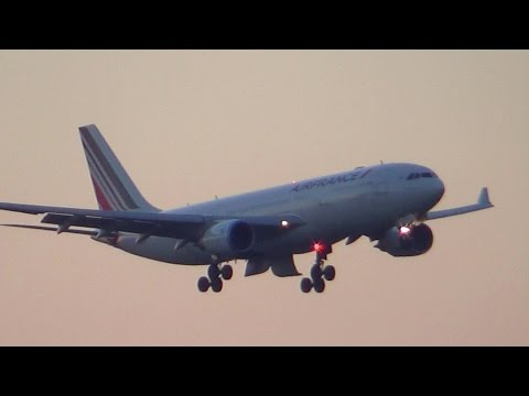 ** Emergency landing + ATC** Air France Airbus A330-200 in Paris CDG