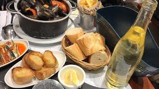 フランス パリのファミレス的なお店で酔っ払う ムール貝のレストラン ビールと赤白ワイン