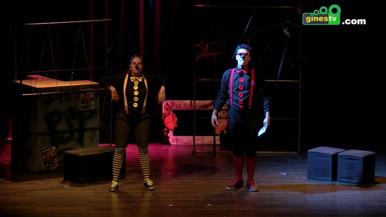 Numerosos asistentes disfrutaron del inicio del ciclo de teatro 2018-2019 en El Tronío de Gines